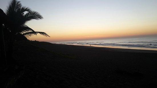 Paredon Surf House: Amanecer