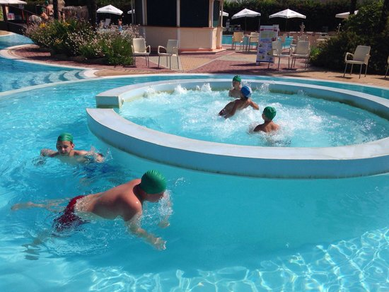 Gardaland Hotel : Green swimming caps are the ones we had to buy from the hotel! Отвратительные !