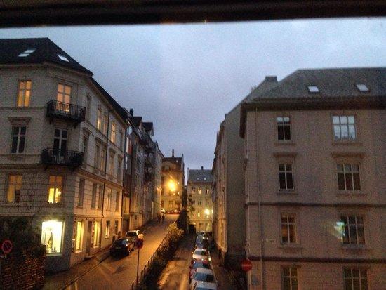 P-Hotels Bergen: Vista do quarto a noite