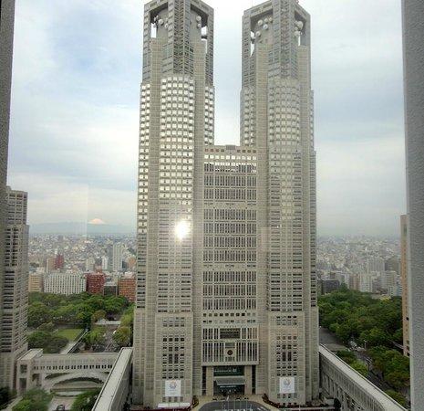 Keio Plaza Hotel Tokyo: Panorama da janela do quarto: predio do governo metropolitano de Tokyo