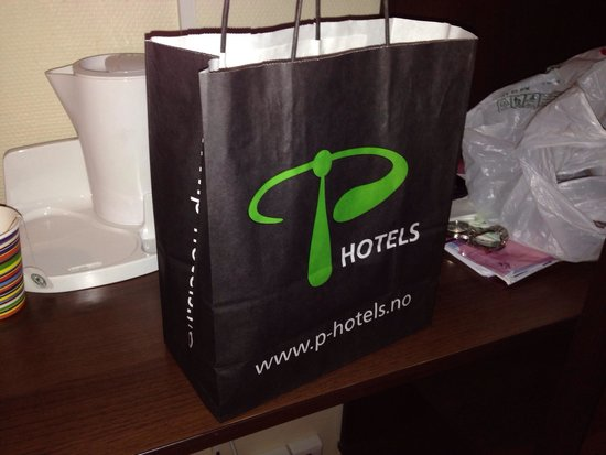 P-Hotels Bergen: Café da manhã, deixado na porta do quarto