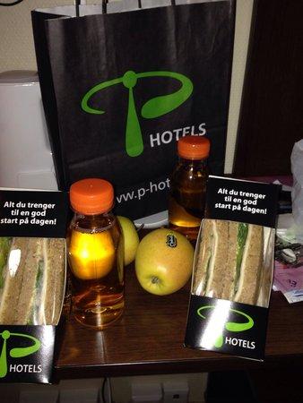 P-Hotels Bergen: Café da manhã deixado na porta