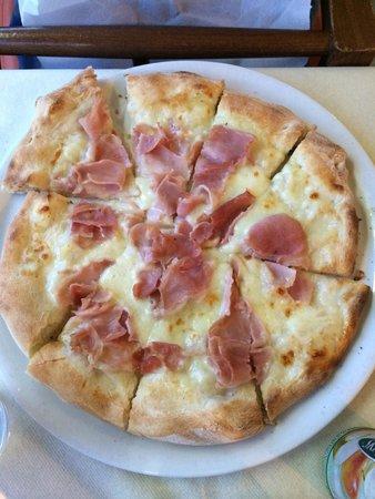 La Belle Escale : Pizza prosciutto cotto e mozzarella
