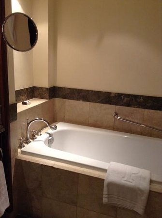 The Peninsula Manila: bath tub