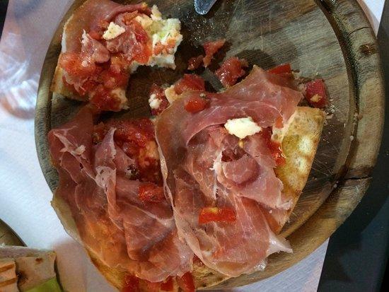 Zumba Beach Cafè : Bruschettone con pomodorini, mozzarella, prosciutto di Parma