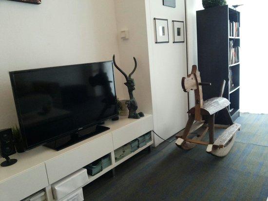 5footway.inn Project Bugis: tv in livingroom