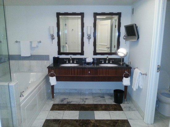 Caesars Palace: Nice bathroom