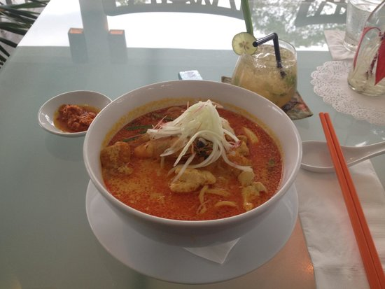 fatCUPID : Yum yum laksa and lemon grass mojito!