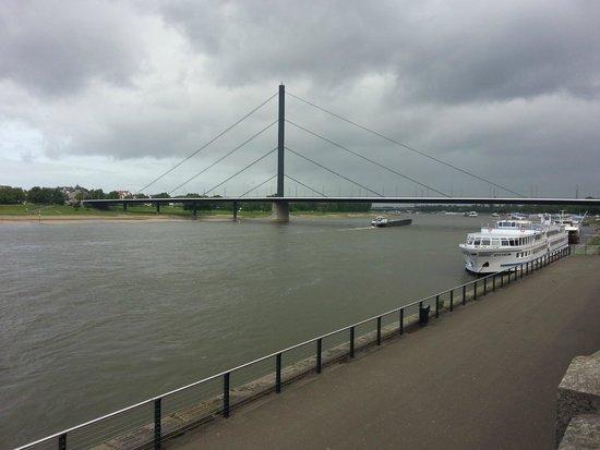 Vieille ville (Altstadt) : Могучий Рейн