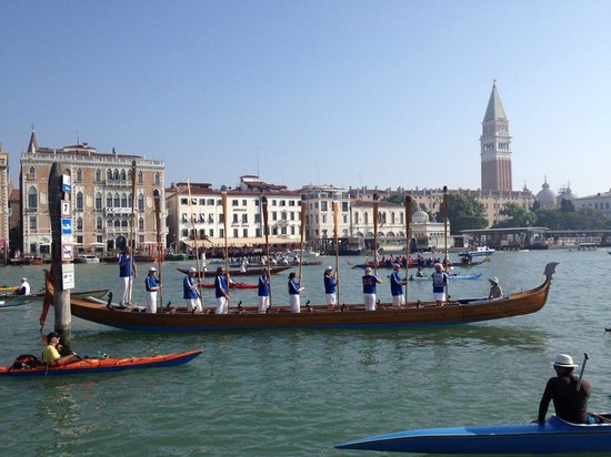Venice Lagoon: Altza remi at the end of the Vogalonga