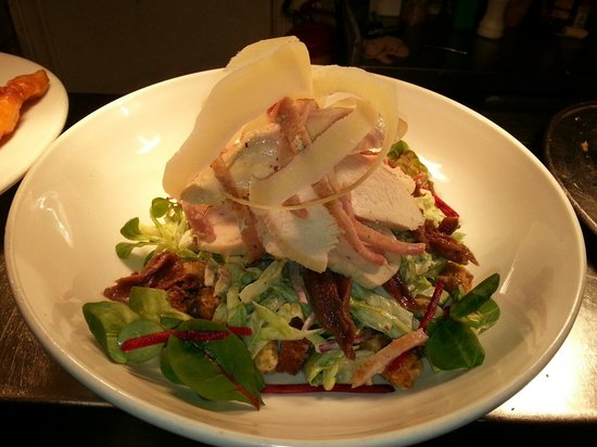 The New Inn: Delicious chicken caesar salad