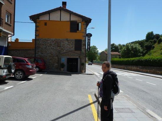 Hosteria de Zubiri : Mo the pilgrim arriving