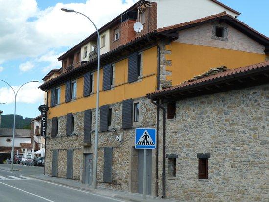 Hosteria de Zubiri : Front of hotel
