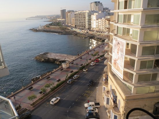 Preluna Hotel & Spa: View from the balcony over Valetta Harbour
