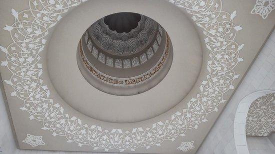 Sheikh  Zayed Mosque: фрагмент потолка