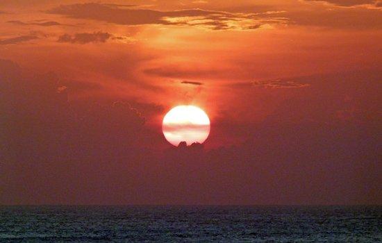 Pan Pacific Nirwana Bali Resort: Sunset on 16th. May 2014.