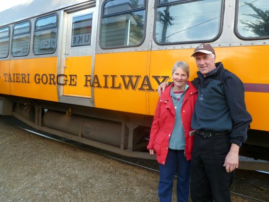 Taieri Gorge Railway: the holiday makers and the train