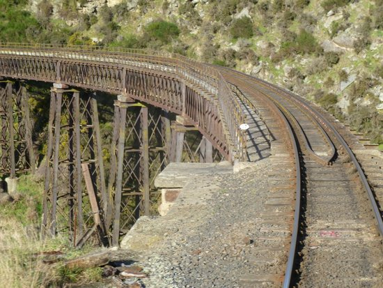 Taieri Gorge Railway: just one of the many bridges