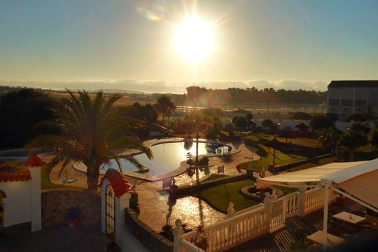 Pool vom Hotel Diufain in der Abendsonne