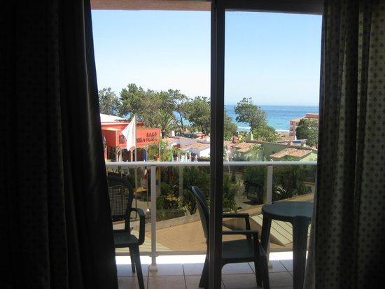 Diverhotel Marbella: Vista desde el interior de habitación