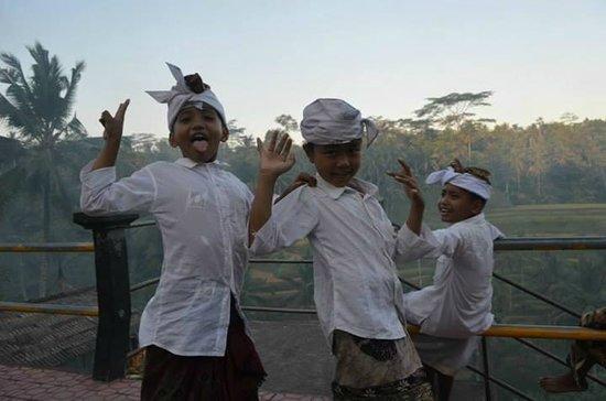 Ayung Resort Ubud: kids frolicking on streets of ubud