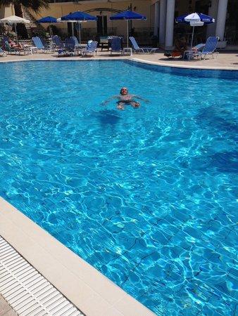 Zante Star: The pool