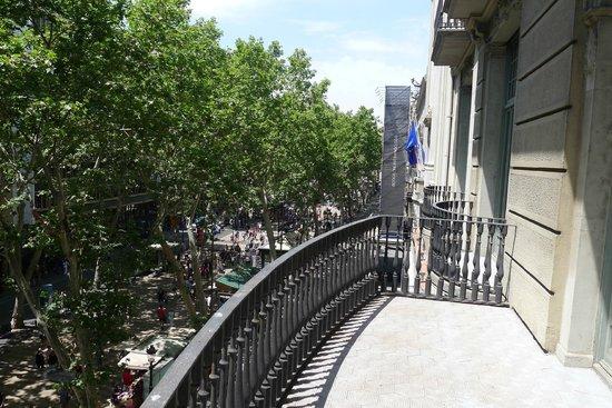 Hotel SERHS Rivoli Rambla: Utsikt fra balkong ut mot Rambla