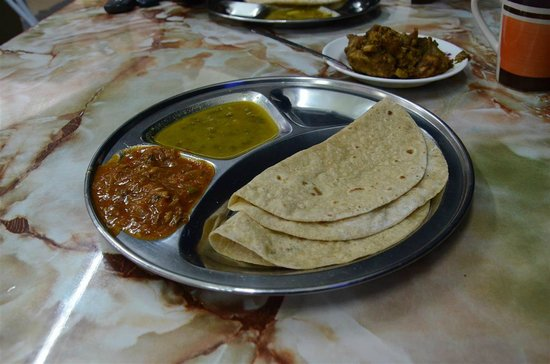 Singh Chapati Urban Restaurant : The freshly made Chapattis with Sardine Curry & Moong Dhal