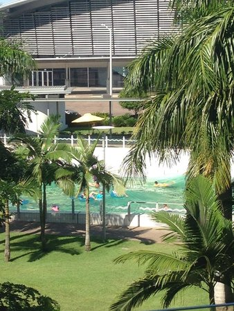 Adina Apartment Hotel Darwin Waterfront: Wave pool