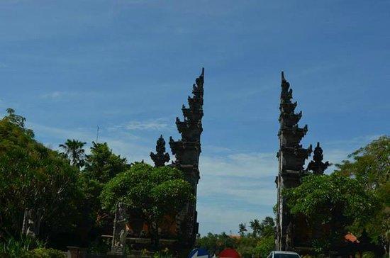 Melia Bali Indonesia : arch near hotel