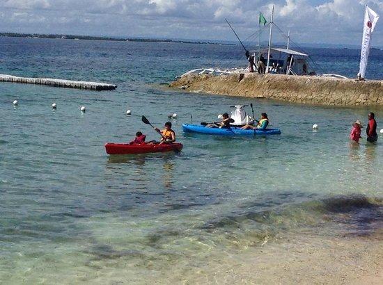 Crimson Resort and Spa, Mactan: free kayaking