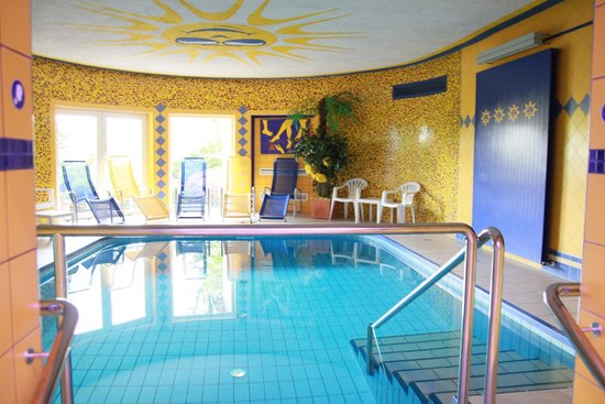 Hotel Barry Memle Lakeside Resort: Pool im Wellnessbereich
