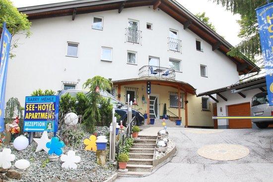 Hotel Barry Memle Lakeside Resort: Eines der Apartmentgebäude
