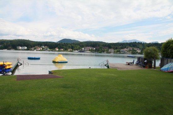 Hotel Barry Memle Lakeside Resort: Strand mit vielen Spaßmöglichkeiten