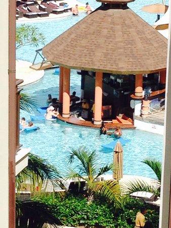 Secrets Wild Orchid Montego Bay: Swim up bar