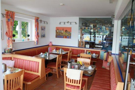 Hotel Barry Memle Lakeside Resort: Ein Teil des Frühstücksraums