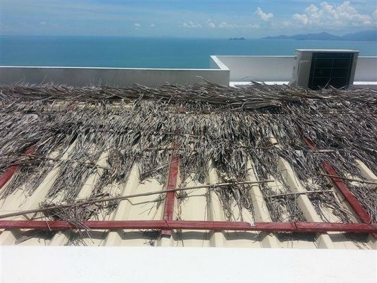 Infinity Residences & Resort Koh Samui: Looking at roof below from our terrace