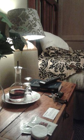 5th Avenue Gooseberry: free bedside sherry
