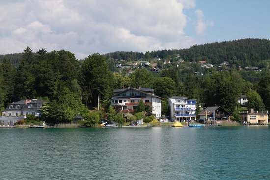 Hotel Barry Memle Lakeside Resort: Blick vom Schiff auf das Hotelgelände