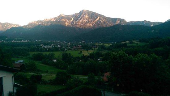 Hotel Restaurant Cafe Neu-Meran: Blick ins Tal beim Sonnenuntergang