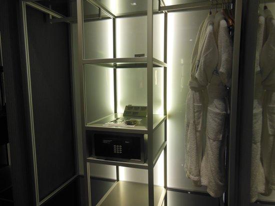 Eurostars Palace: お部屋のオープンクローゼット