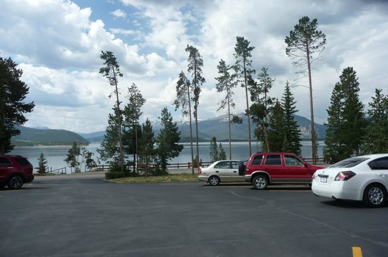 Best Western Ptarmigan Lodge: view from the Best Western parking lot