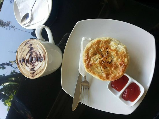 Bemo Corner Coffee Shop: Sometimes you just need a meat pie