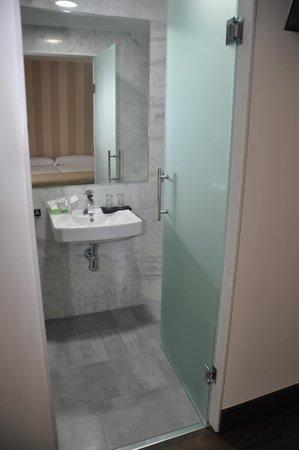 Hotel Cordoba Carpe Diem: Baño