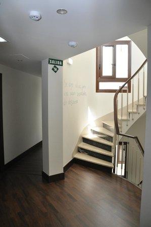 Hotel Cordoba Carpe Diem: Subida a planta alta