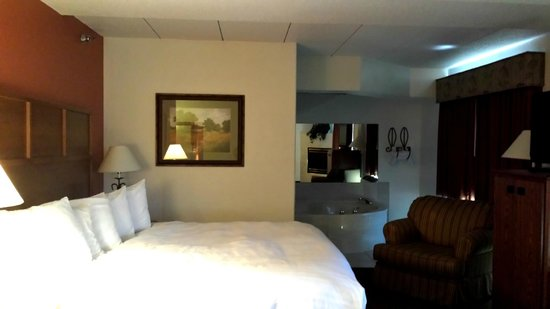 AmericInn Lodge & Suites Rapid City: Presidential Suite Hot Tub  Rm 224