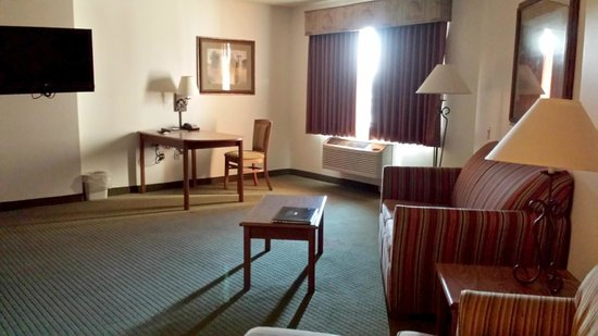 AmericInn Lodge & Suites Rapid City: Couch and dining table chair etc Family Suite