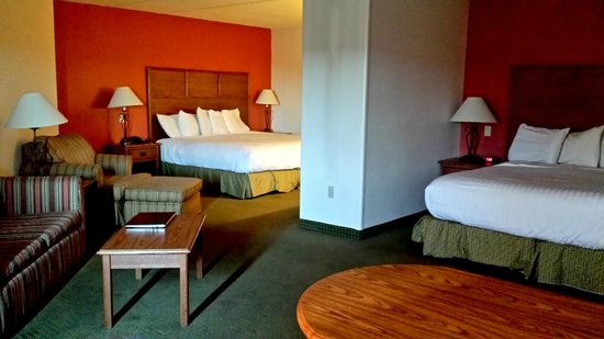 AmericInn Lodge & Suites Rapid City : View of both King beds in the Family Suite (rm 227)