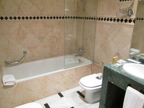 Hotel Eurostars Maimonides: baño amplio