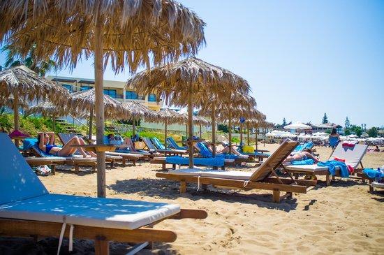 Ammos Hotel: Beach umbrella, chair area